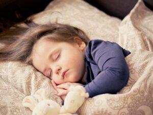 寝ている子ども