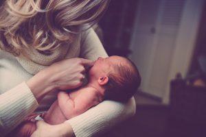 産後うつはどうしてなるのか