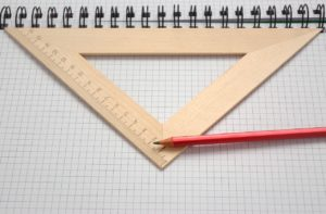 三角定規と鉛筆
