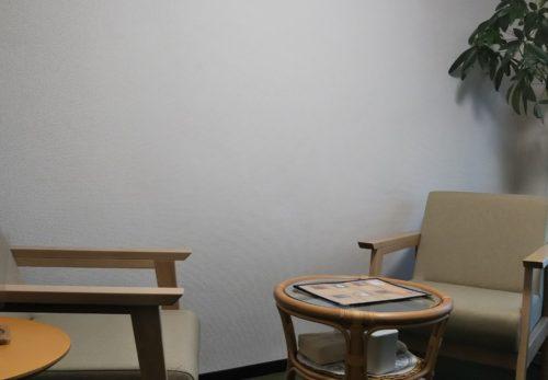 カウンセリングルーム内の椅子を新調しました