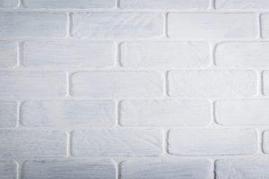 真っ白い壁