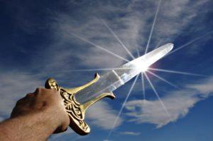 空にかざした剣